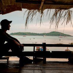 20 short, inspiring travel quotes & expat life mottos.